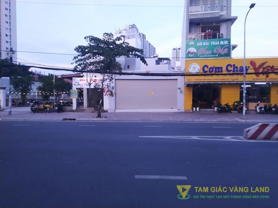 Cho thuê nhà mặt tiền đường Huỳnh Tấn Phát, Phường Phú Thuận, Quận 7, DT 9x25m, nhà cấp 4, Giá 60 triệu/tháng