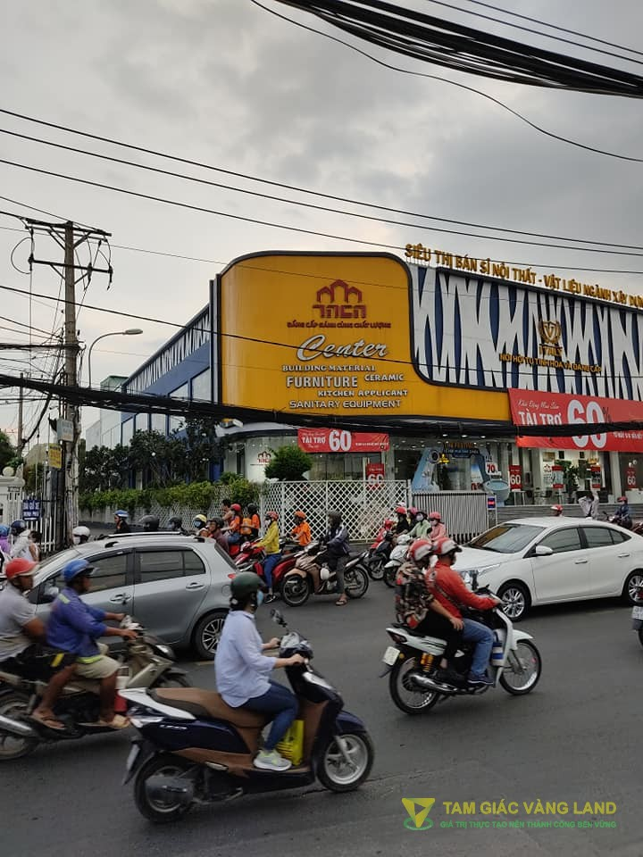 Cho thuê nhà mặt tiền đường Lê Văn Việt, Phường Hiệp Phú, Quận 9, DT 30x40m, trệt + 1 lầu, Giá 550 triệu/tháng