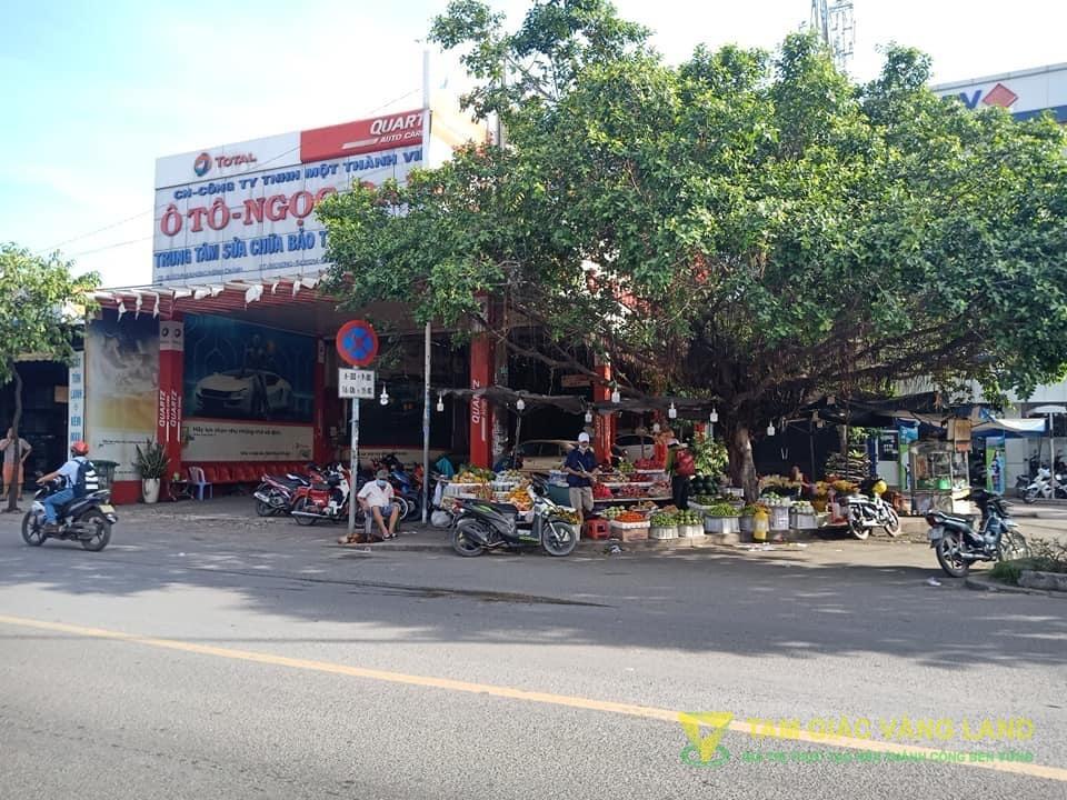Cho thuê nhà mặt tiền đường Phạm Hùng, Xã Bình Hưng, Huyện Bình Chánh, DT 9.7x45m, Nhà cấp 4, Giá 85 triệu/tháng