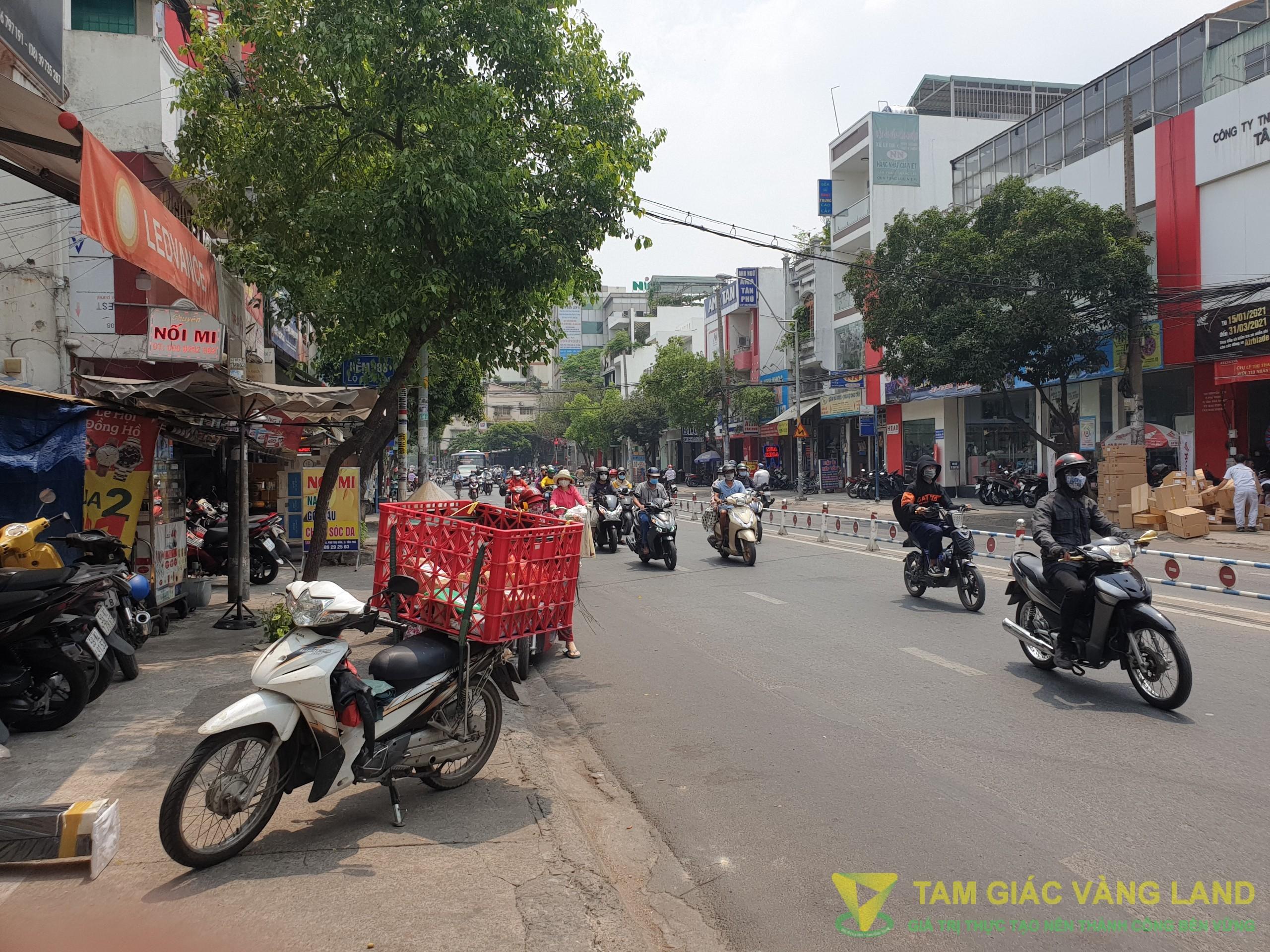 cho thuê nhà góc 2MT đường Nguyễn Sơn, ngay đoạn mở con lương thuận tiện kinh doanh mọi ngành nghề.